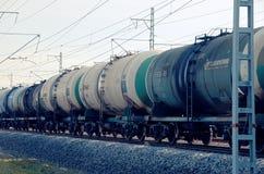 Rollend materieel met olietanks stock afbeelding