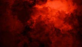 Rollende Wogen von Rauchnebelwolken vom Trockeneis über unterem Licht Nebel auf der Boden lokalisierten Hintergrundbeschaffenheit stockbild