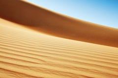 RollenSanddünen der arabischen Wüste Stockfotografie