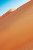 RollenSanddünen der arabischen Wüste Stockfotos