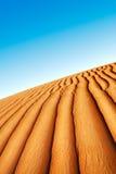 RollenSanddünen der arabischen Wüste Lizenzfreie Stockfotos