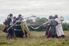 Rollenspiel erstellt Kämpfe des Mongole-tatarischen Jochs in der Kaluga-Region von Russland am 10. September 2016 neu Stockfoto