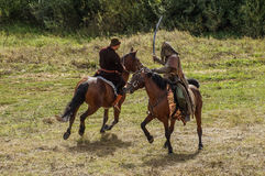 Rollenspiel erstellt Kämpfe des Mongole-tatarischen Jochs in der Kaluga-Region von Russland am 10. September 2016 neu Lizenzfreies Stockbild