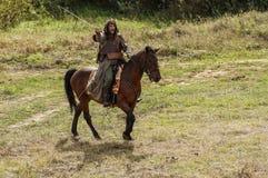 Rollenspiel erstellt Kämpfe des Mongole-tatarischen Jochs in der Kaluga-Region von Russland am 10. September 2016 neu Lizenzfreie Stockfotografie