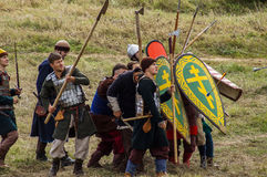 Rollenspiel erstellt Kämpfe des Mongole-tatarischen Jochs in der Kaluga-Region von Russland am 10. September 2016 neu Stockfotografie