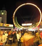 Roller coaster che accelera sulla rotella Fotografia Stock