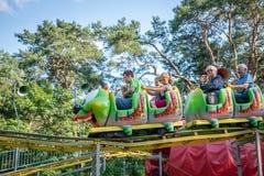 Roller coaster de Caterpillar en funpark Foto de archivo