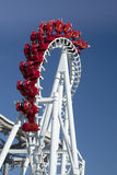Roller coaster de suspensão invertido Fotografia de Stock