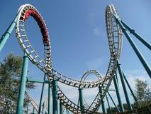 Roller coaster en parque de atracciones Foto de archivo