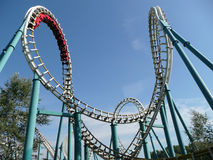 Roller coaster no parque de diversões Foto de Stock