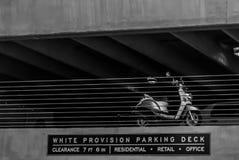 Roller geparkt in einer Parkplattform lizenzfreie stockfotografie