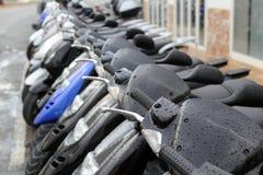 Roller mototbikes rudern viele im Mietespeicher lizenzfreies stockbild