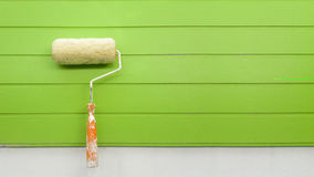 Roller, paint the wall green Royalty Free Stock Images