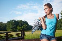 Rollerblade/rulle som åker skridskor kvinnan Arkivfoton