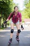Rollerblades катания девушки стоковые фото