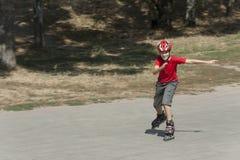 rollerblades мальчика стоковое изображение rf
