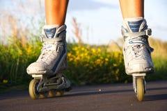 Rollerblades/en línea patines Imágenes de archivo libres de regalías
