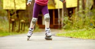 Rollerblading ребенка внешний Стоковое Изображение RF