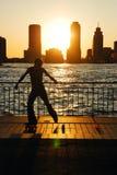 Rollerblading en la puesta del sol foto de archivo libre de regalías