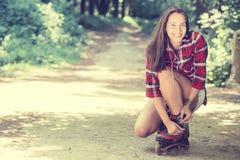 Rollerblading indo da menina Fotos de Stock Royalty Free