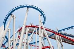 Rollercoaster i parkera på singapore royaltyfria foton