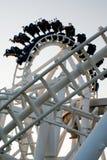 rollercoastersilhouette arkivfoto