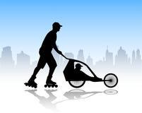 Rollerskater que empurra o carrinho de criança Imagem de Stock Royalty Free