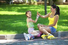 Rollerskaters mom and child Royalty Free Stock Photography