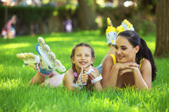 Rollerskaters mom and child Royalty Free Stock Photos