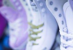 Rollerskates在冰鞋商店 库存照片