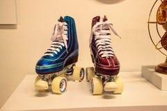 Rollerskates con pittura colorata caramella ha chiamato Frenemies da lowrid Fotografia Stock