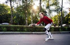 Rollerskating del adolescente Imagen de archivo libre de regalías