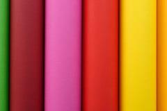 Rolles di carta colorata in giallo ed in arancio verdi, marroni, rosa, rossi Fotografia Stock