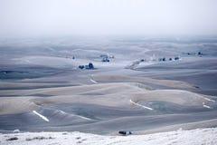 Rolling Hills bedeckte mit Frost und Schnee im Winter Stockfotos