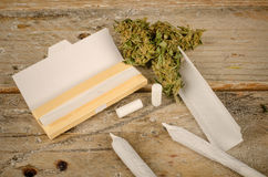 Rolling a joint Royalty Free Stock Photos