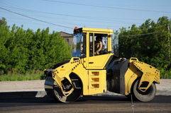 Rolling machinery paving asphalt Stock Photography