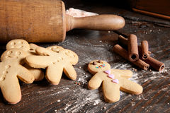 Rolling pin and gingerbread men Stock Photos