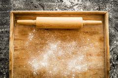 Rolling pin on pastry board sprinkled with flour - kitchen Stock Images