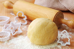 Rolling pin and shortcrust pastry Stock Photos