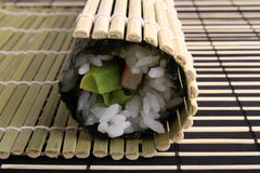 Rolling sushi maki Royalty Free Stock Photos