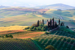 Rolling Tuscan hills and farmhouse Royalty Free Stock Photos