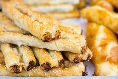 Rollini con queso y el pollo Concepto de cocinas nacionales del mundo imagen de archivo