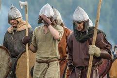 Rolllek - reenactmenten av striden av de forntida slaverna i den femte festivalen av historiska klubbor i det Zhukovsky området a Arkivfoton