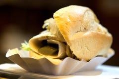 Rollmop no rolo de pão fotografia de stock royalty free