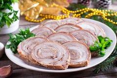Rollo asado del cerdo en la placa Aperitivo del ` s del Año Nuevo Foto de archivo