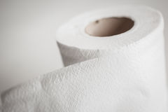Rollo blanco del papel seda con el backgound de la sepia Imagen de archivo libre de regalías