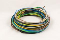 Rollo de cables eléctricos multicolores Imágenes de archivo libres de regalías
