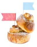 Rollo de canela del desayuno con las pasas Foto de archivo libre de regalías