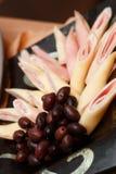 Rollo de la carne y del queso con las aceitunas Fotos de archivo