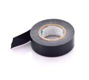 Rollo de la cinta aislante pegajosa negra en el fondo blanco Imágenes de archivo libres de regalías